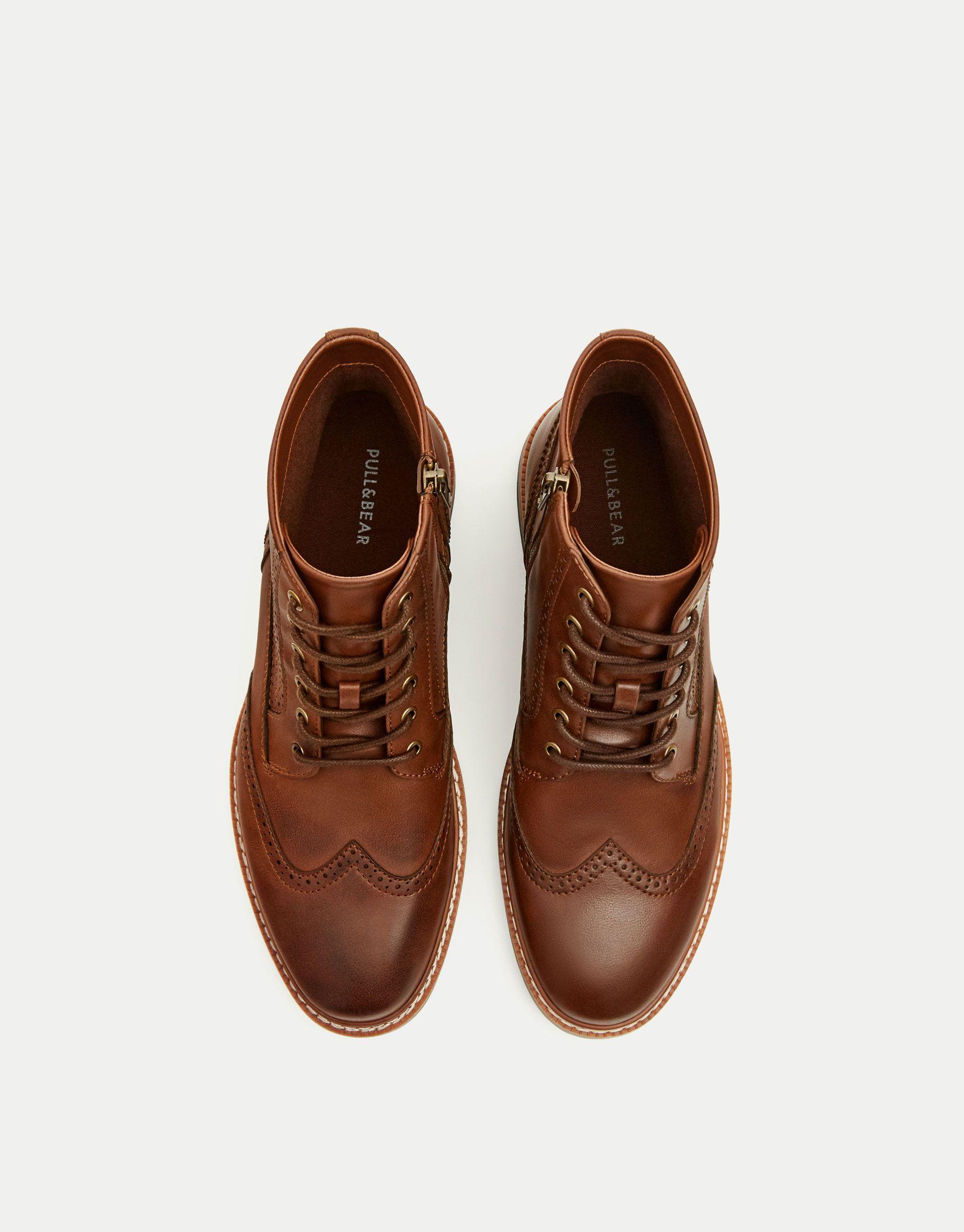 576391fad Bota picados marrón - Botas y botines - Zapatos - Hombre - PULL&BEAR Ecuador