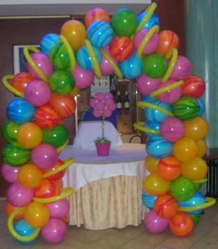 Estás buscando lindos arreglos con globos para fiestas ? Aquí te traigo varias fotos con lindos modelos e ideas de arreglos.                ...