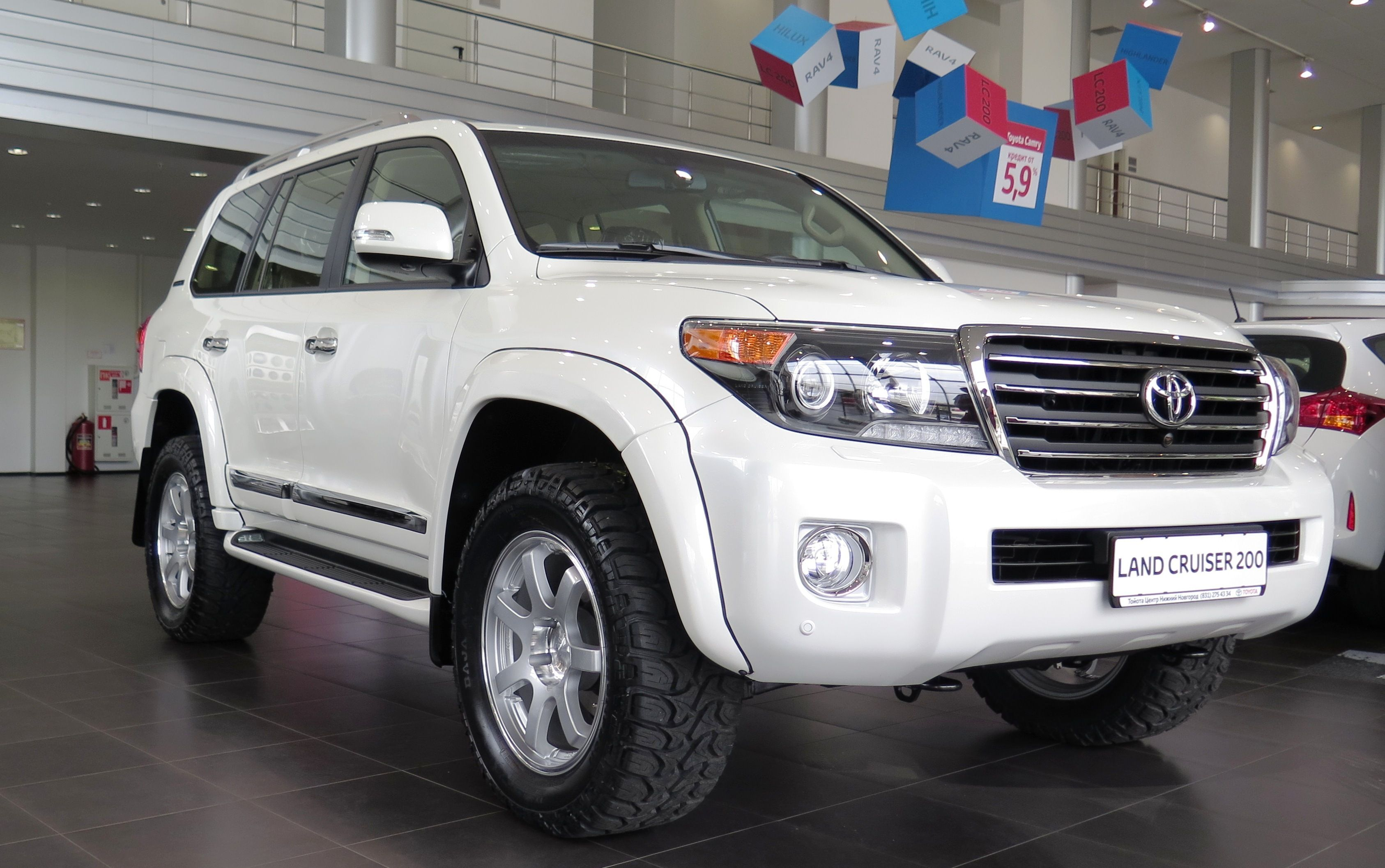 toyota land cruiser 200 arctic trucks at33 toyota land. Black Bedroom Furniture Sets. Home Design Ideas
