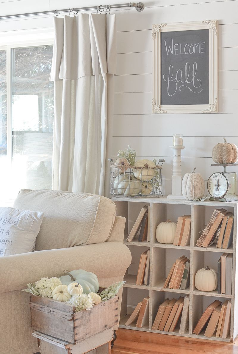 Farmhouse Style Fall Decor in the Front Room Cheap home