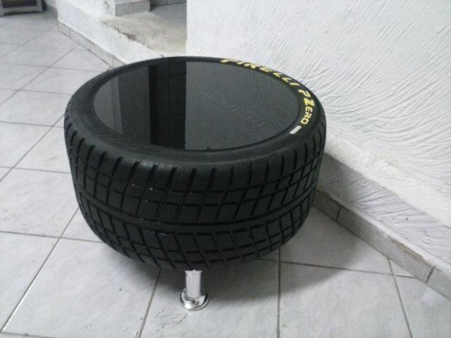 mesa de centro e puff feita de pneu de f1 casa pinterest pneu deco voiture et creatif. Black Bedroom Furniture Sets. Home Design Ideas