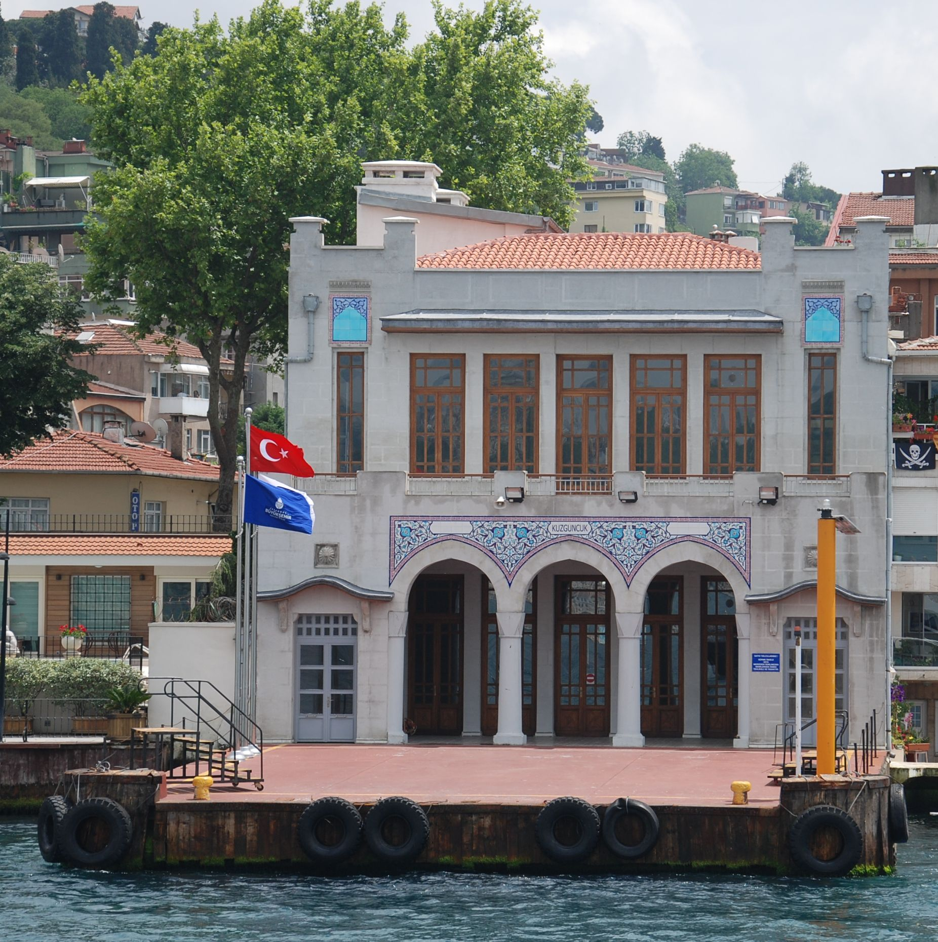 Kuzguncuk İskelesi | Istanbul, Evler, Gökyüzü