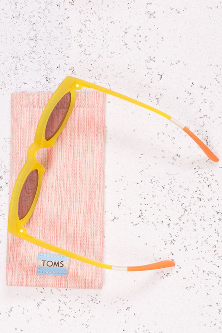 Bring a little sunshine to a gloomy winter day with yellow TRAVELER by TOMS sunglasses.