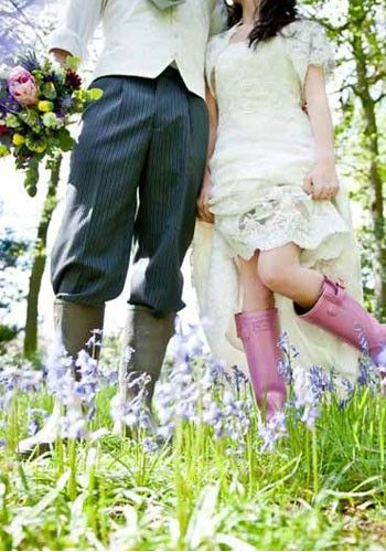 35 unusual and unique wedding venues around the uk vintage tea the walking wedding why limit yourself to one set venue when you can get married on the trot thats the philosophy of wedding walks who will plan your big solutioingenieria Gallery