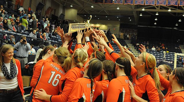 Top Ranked Hope Volleyball Claims 12th Miaa Title On Senior Night Senior Night College Athletics Volleyball