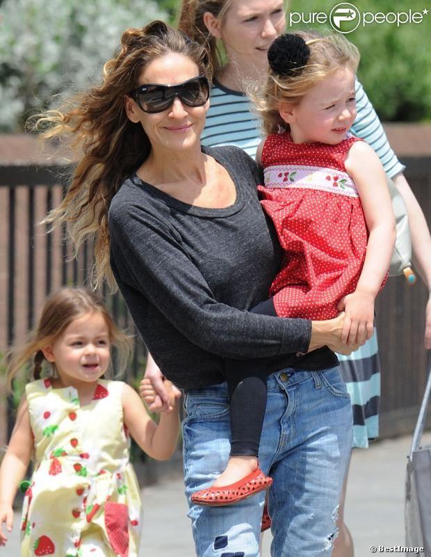 Sarah Jessica Parker avec ses filles Tabitha et Marion à New York, le 20 mai 2013.