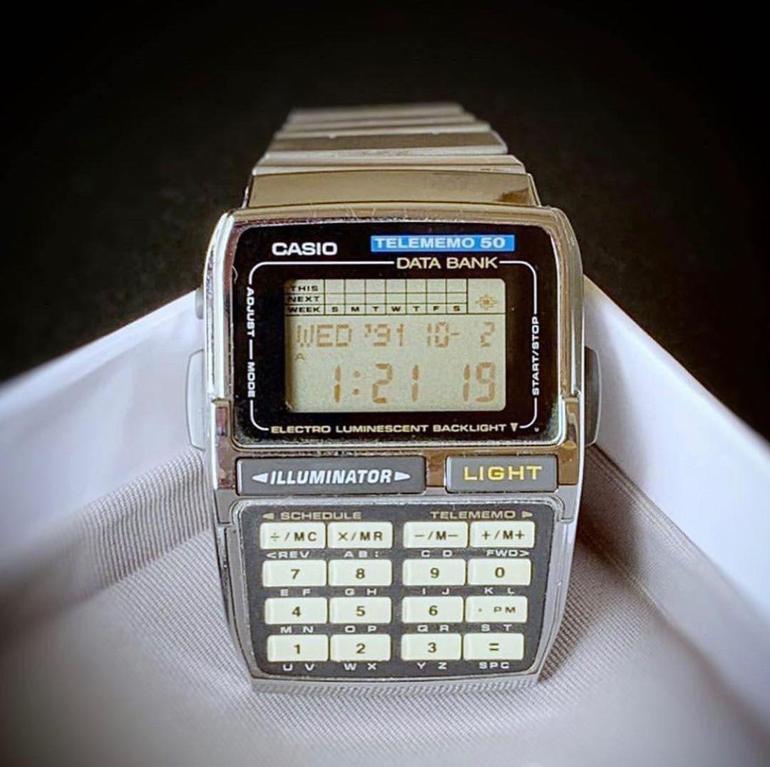 Casio ساعة Casio Calculator بلون نادر وقديم بحالة جيدة وبلون مميز جدا بمواصفات عديدة منها تخزين الارقام والمنبة Instagram Posts Instagram Casio Watch