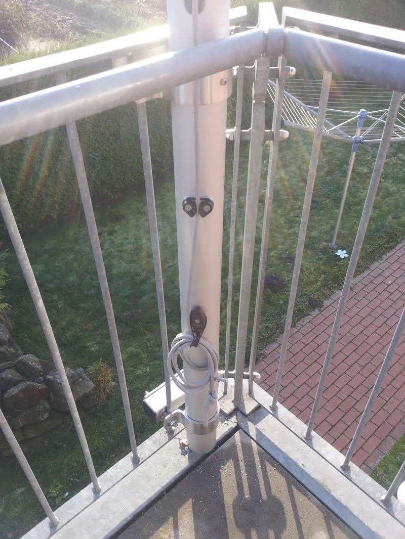 sonnensegel befestigung auf einer dachterrasse am balkongitter in 2019 sonnensegel balkon