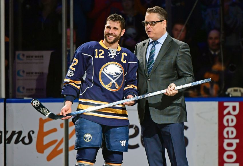 Sabres Captain Brian Gionta Honored For 1 000th Game Buffalo Hockey Captain Nhl Players