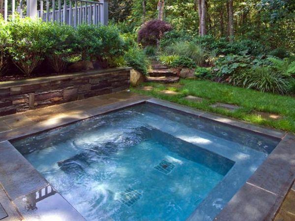 New Ein super moderner quadratischer Whirlpool im Garten