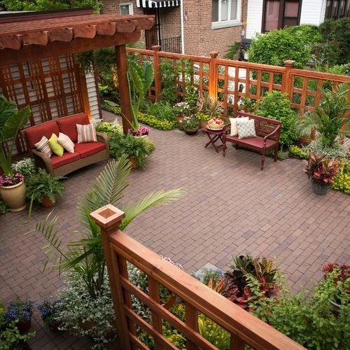 Foto de patio cl sico peque o en patio trasero con adoquines de ladrillo y p rgola patios - Jardines con adoquin ...
