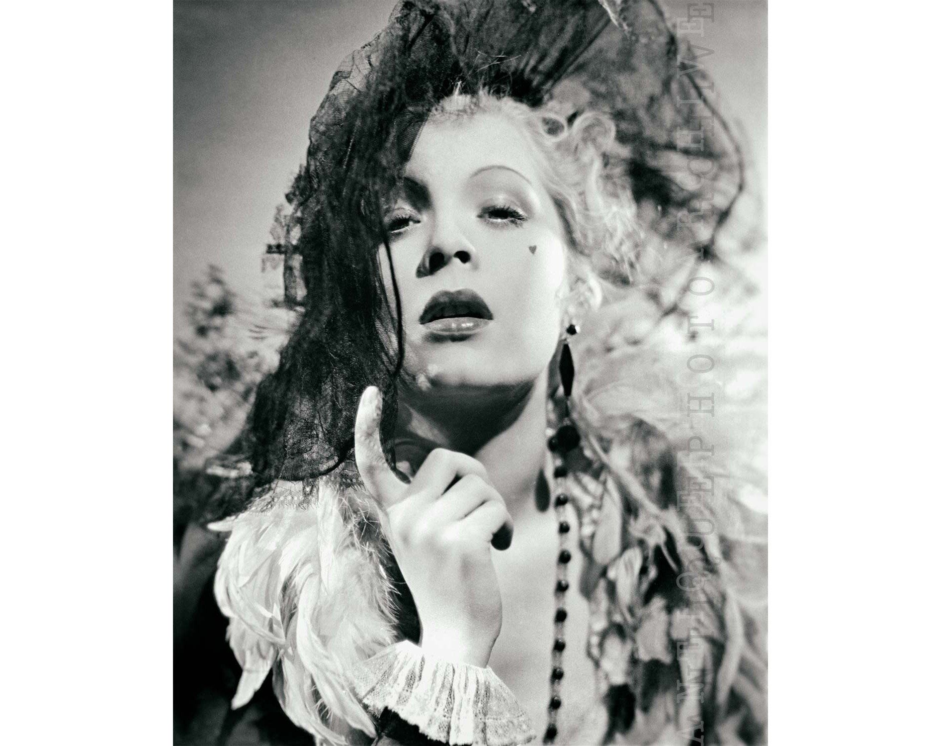 Vintage Photo Print 1920s Fashion Flapper Black And White Art Etsy In 2020 Vintage Photo Prints Professional Photo Printing Photography Print