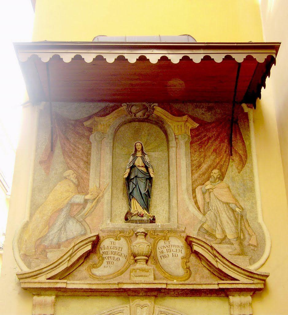 Ulaz u crkvu sv. Marije / Entrance to the church of st. Mary, Zagreb, Croatia