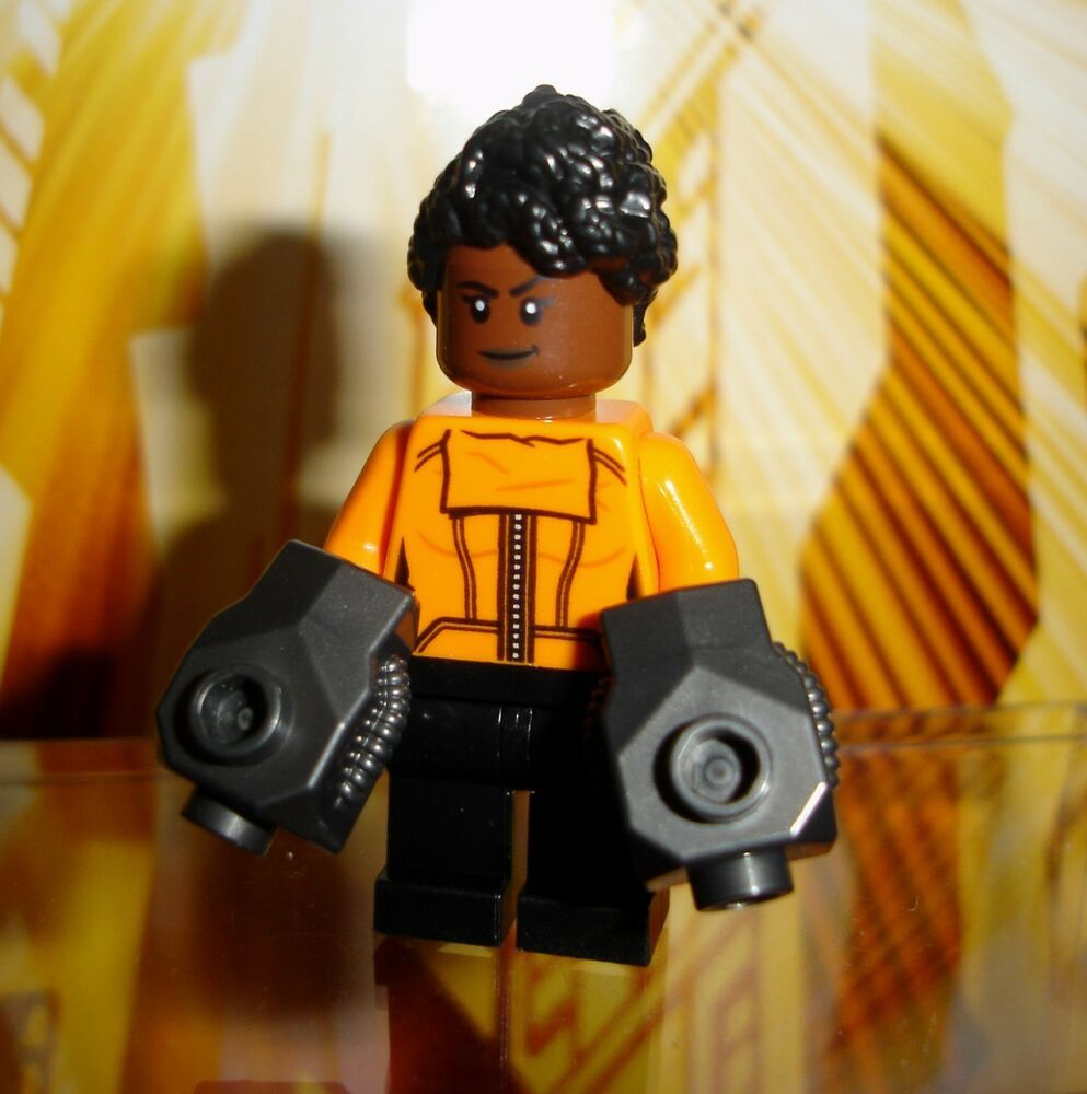 LEGO® Superheroes Shuri minifig with Gauntlets 76103