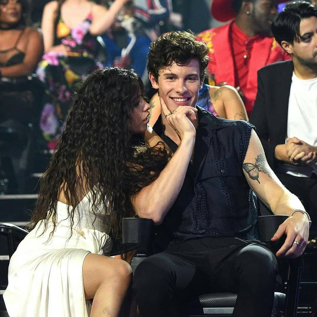 Camila hoy junto a shawnmendes en los vmas Camila