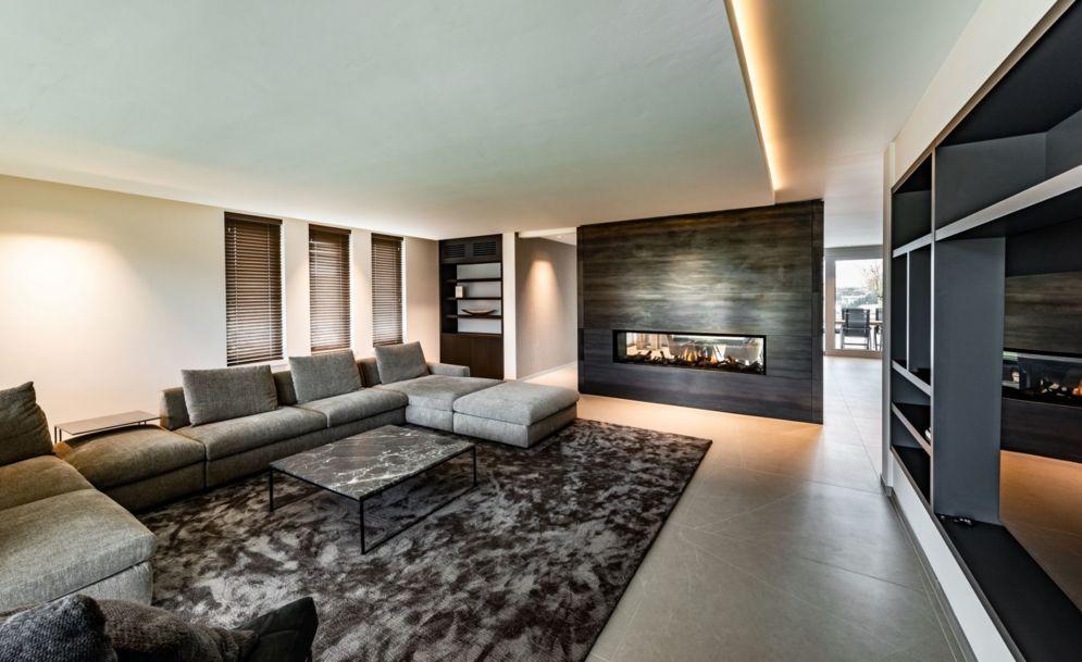 Luxe woning met roomdivider haard | OBLY.com