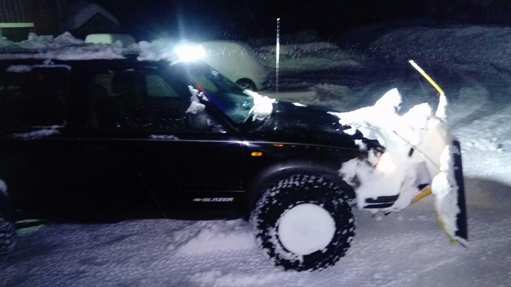Snow plowin' with the ol' s10 blazer