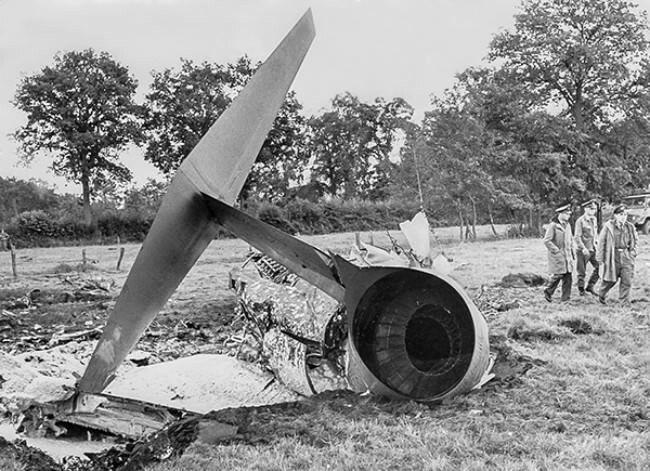 """Restos de la cola de un  F-105""""Thunderchief"""" en Vietnam. Fue diseñado como bombardero nuclear  pero resultó  inadecuado para misiones bombardeo convencional siendo presa fácil de los Mig-21 y misiles antiaereos"""