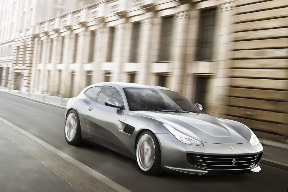 Ferrari GTC4 Lusso T revealed pictures https