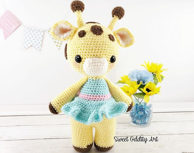 Amelia the Giraffe pattern by Carolyne Brodie