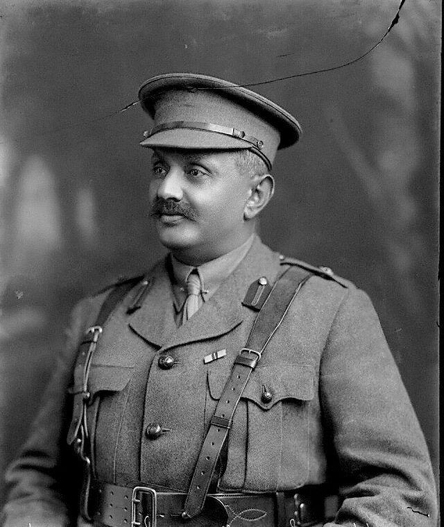 O Maharaja Jam Sahib με την στρατιωτική του στολή