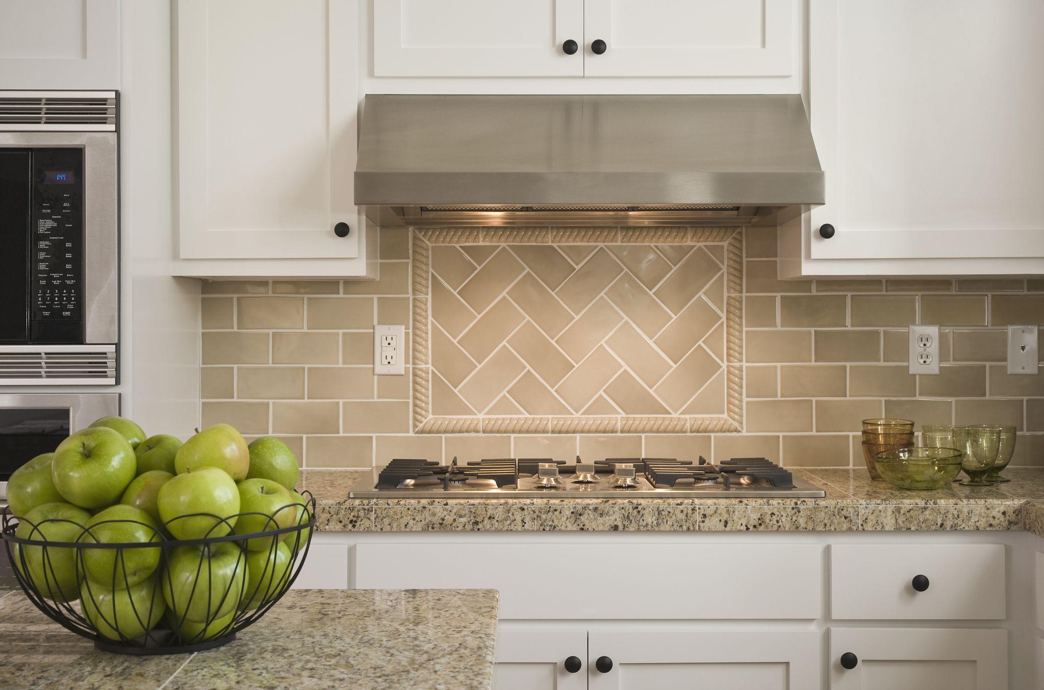 Discover And Compare The Best Kitchen Backsplash Materials Kitchen Design Diy Kitchen Remodel Small Kitchen Backsplash Images