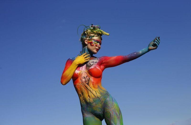 De 15de editie van het 'World Bodypainting Festival' is gisteren afgetrapt in de Oostenrijkse stad Poertschach. Naar verwachting zal het driedaagse festival meer dan 30.000 belangstellenden lokken, die zich kunnen vergapen aan beschilderde lichamen