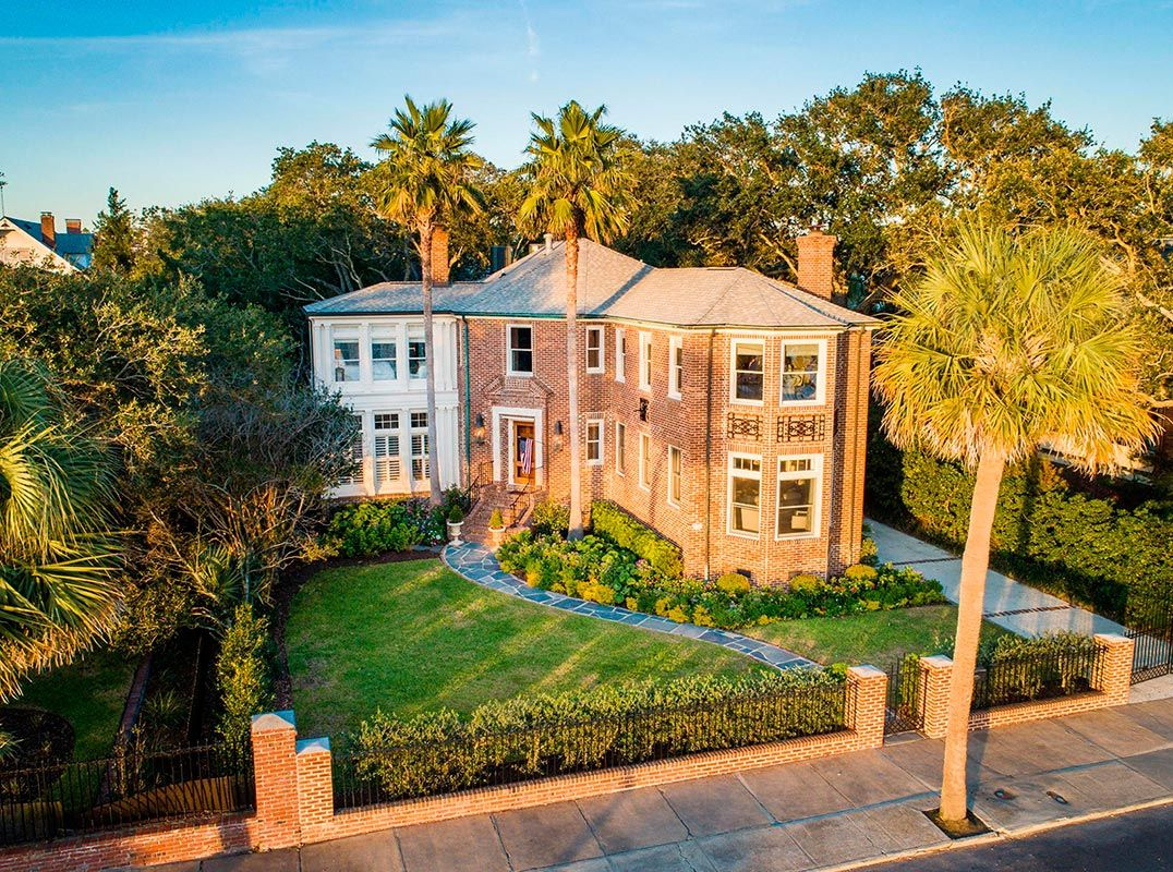 Beautiful South Of Broad Home With Expansive Water Views Listed By Daniel Ravenel Sotheby S Intl Re Water Views House And Home Magazine Foreclosed Homes