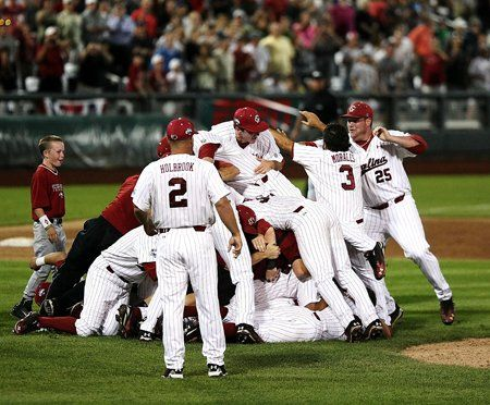 Usc S Baseball Team Celebrating Winning The 2011 College World Series College World Series South Carolina Gamecocks Baseball Team