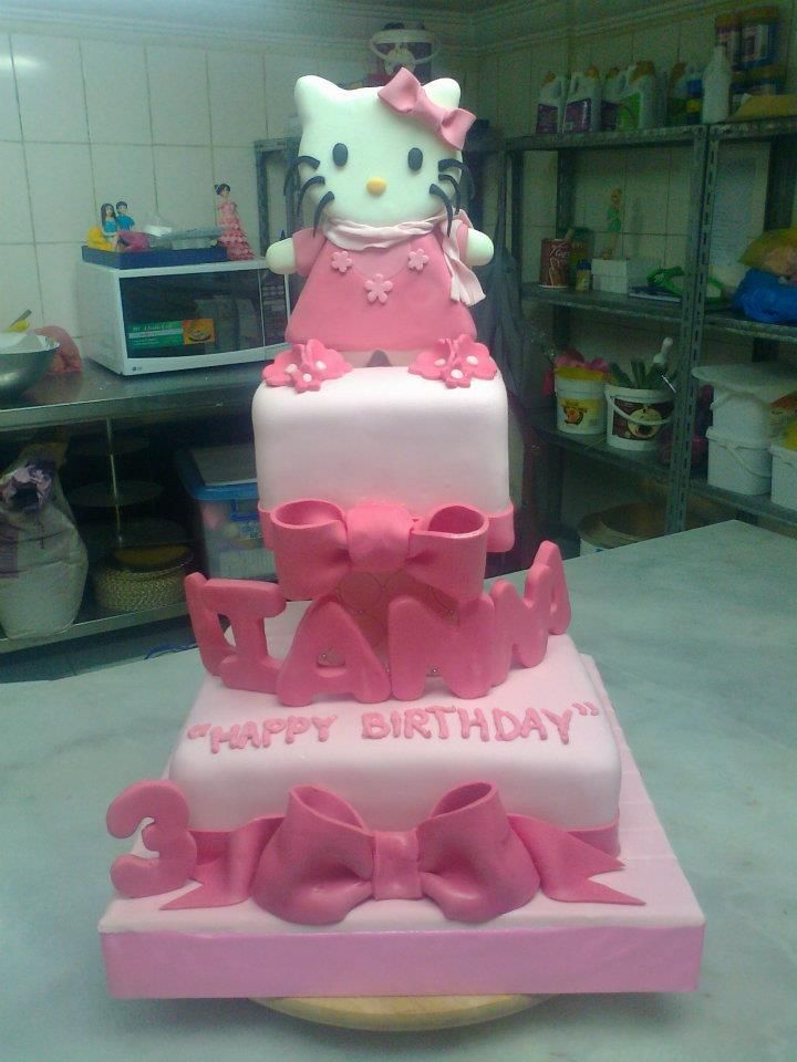 Hello Kitty 2 Layered Fondant Cake Birthday Cake In Tagaytay