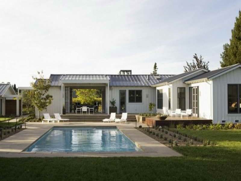 Californian Beach House With Raised Livingroom Ceiling Ranch House Designs Ranch Style Homes Modern Ranch
