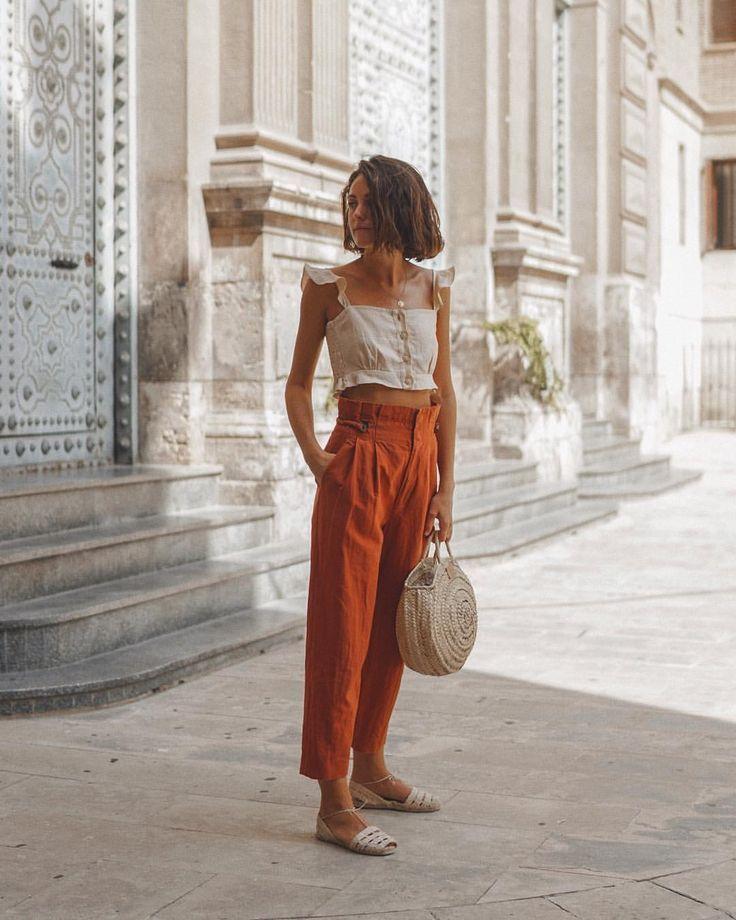 "Miren Alós on Instagram: ""City walks"" minimalist summer style, simple style, minimalist summer"