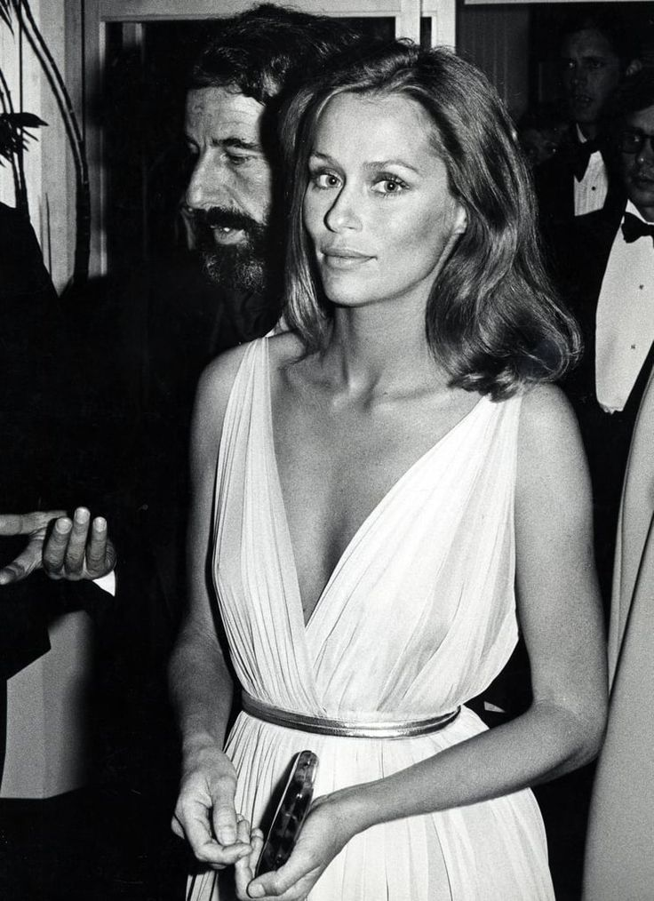 Lauren Hutton at the 1975 Academy Awards #academyaward Lauren Hutton at the 1975 Academy Awards #academyaward