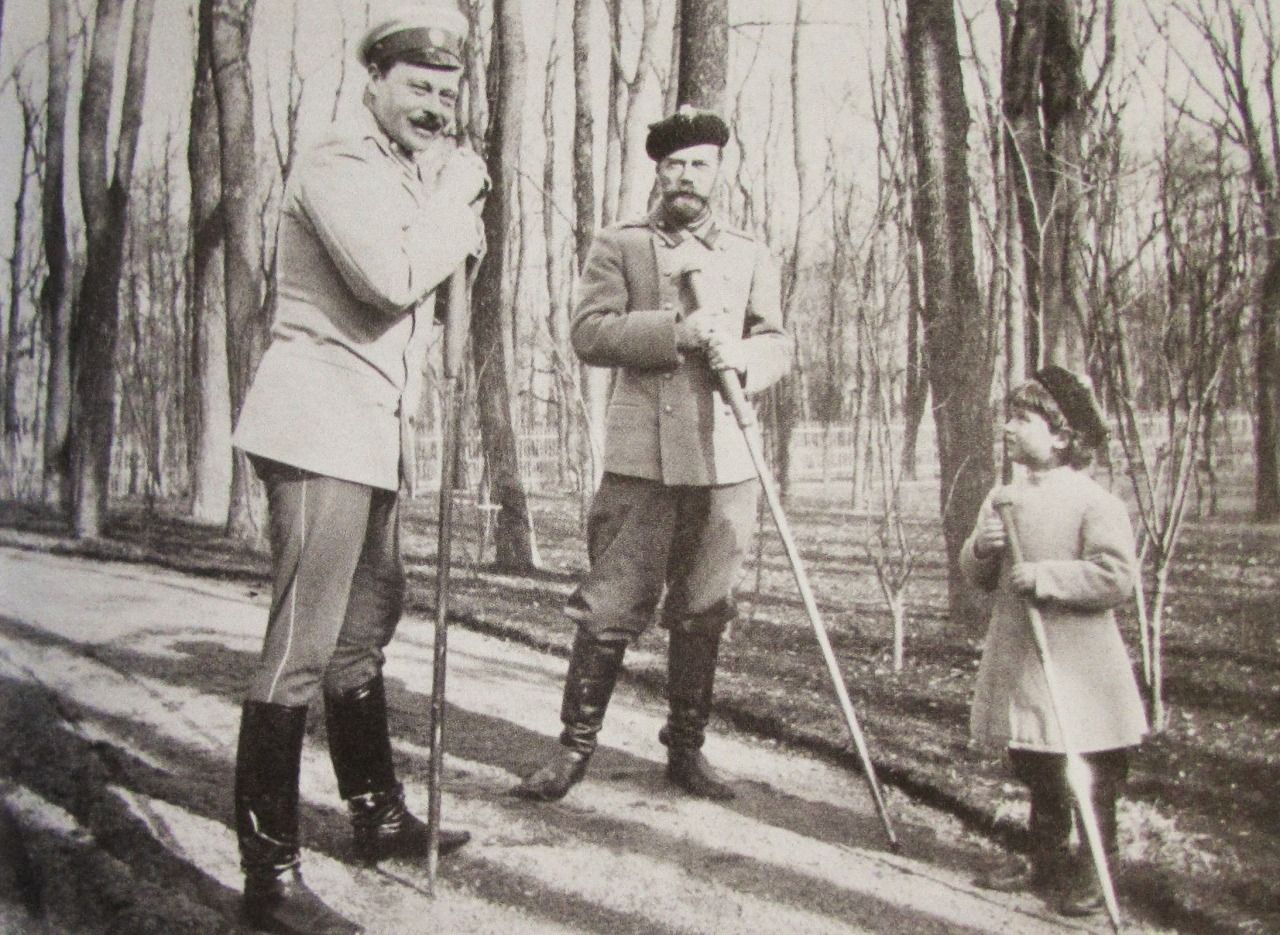 "hrhawesome: "" Tsar Nicholas II of Russia (center) with his son Tsarevich Alexei and brother-in-law Grand Duke Ernst Ludwig of Hesse; 1908. """