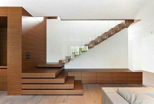 Houten trap in een penthouse ontworpen door eric kant trappen
