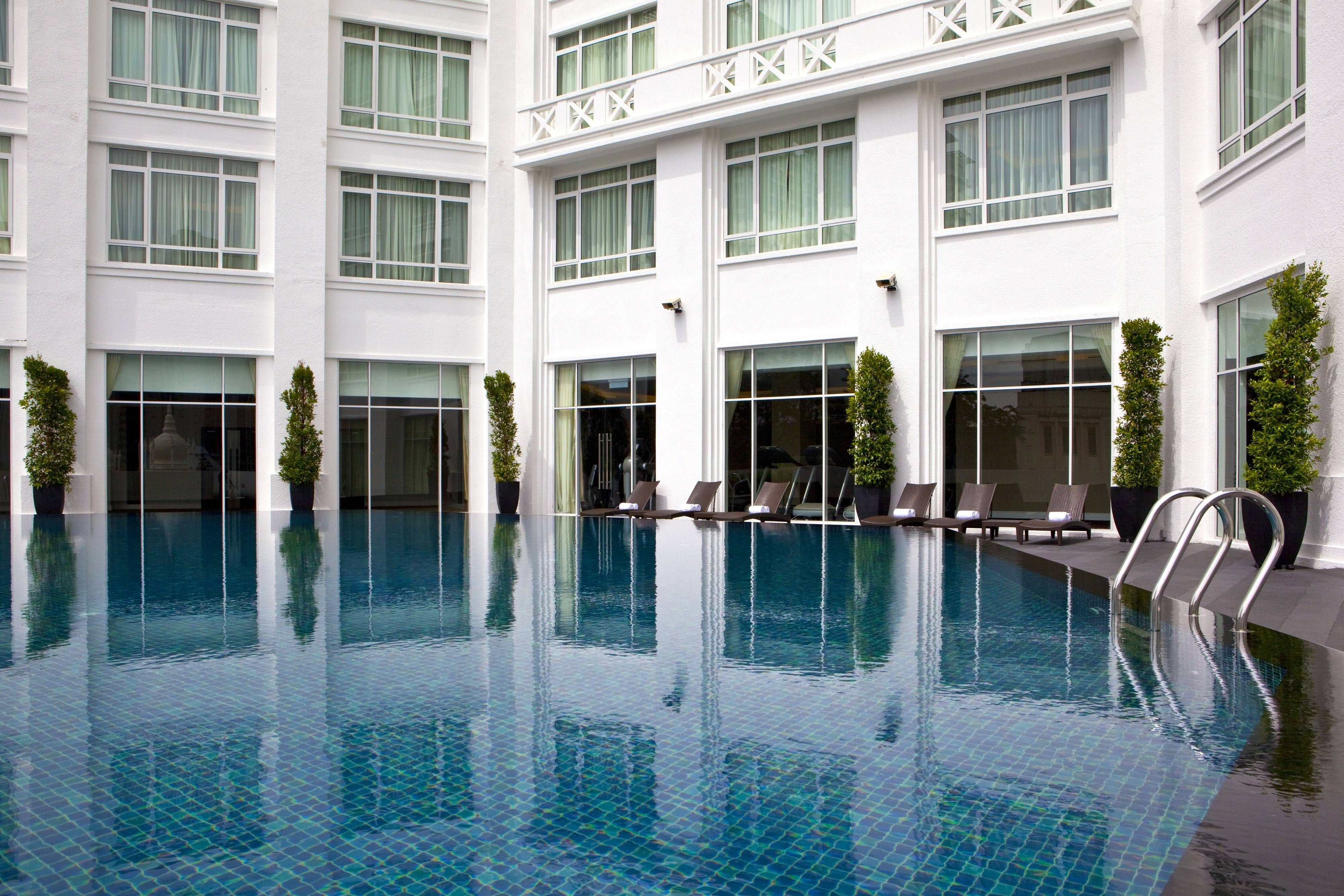 The Majestic Hotel Kuala Lumpur Autograph Collection Outdoor Pool Tower Wing Guestroom Enjoying Hot Top Luxury Hotels Hotel Kuala Lumpur Majestic Hotel