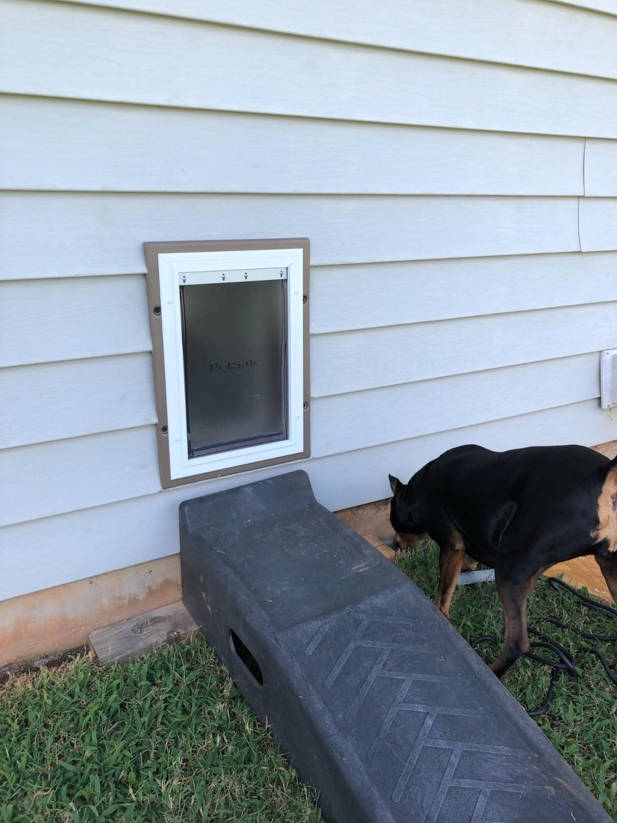 This Automatic Dog Door Is Great For Homes In Which Installing A Pet Door On An Entry Or Side Door Is Simply Not Practical Or Convenient Dog Door
