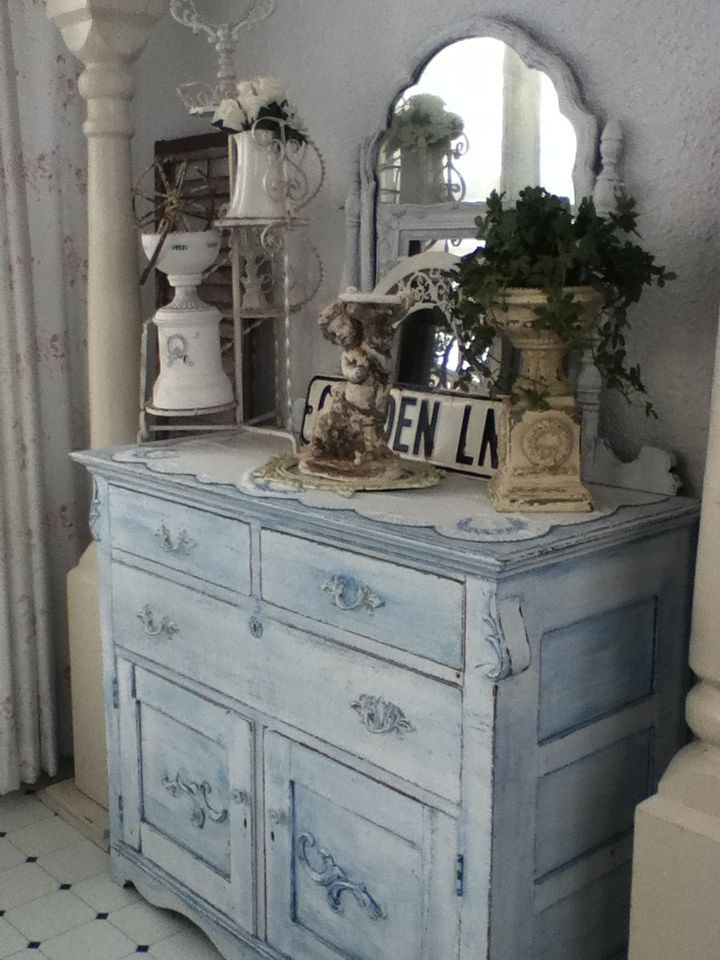 Shabby Chic Is the New Vintage in Furniture Design