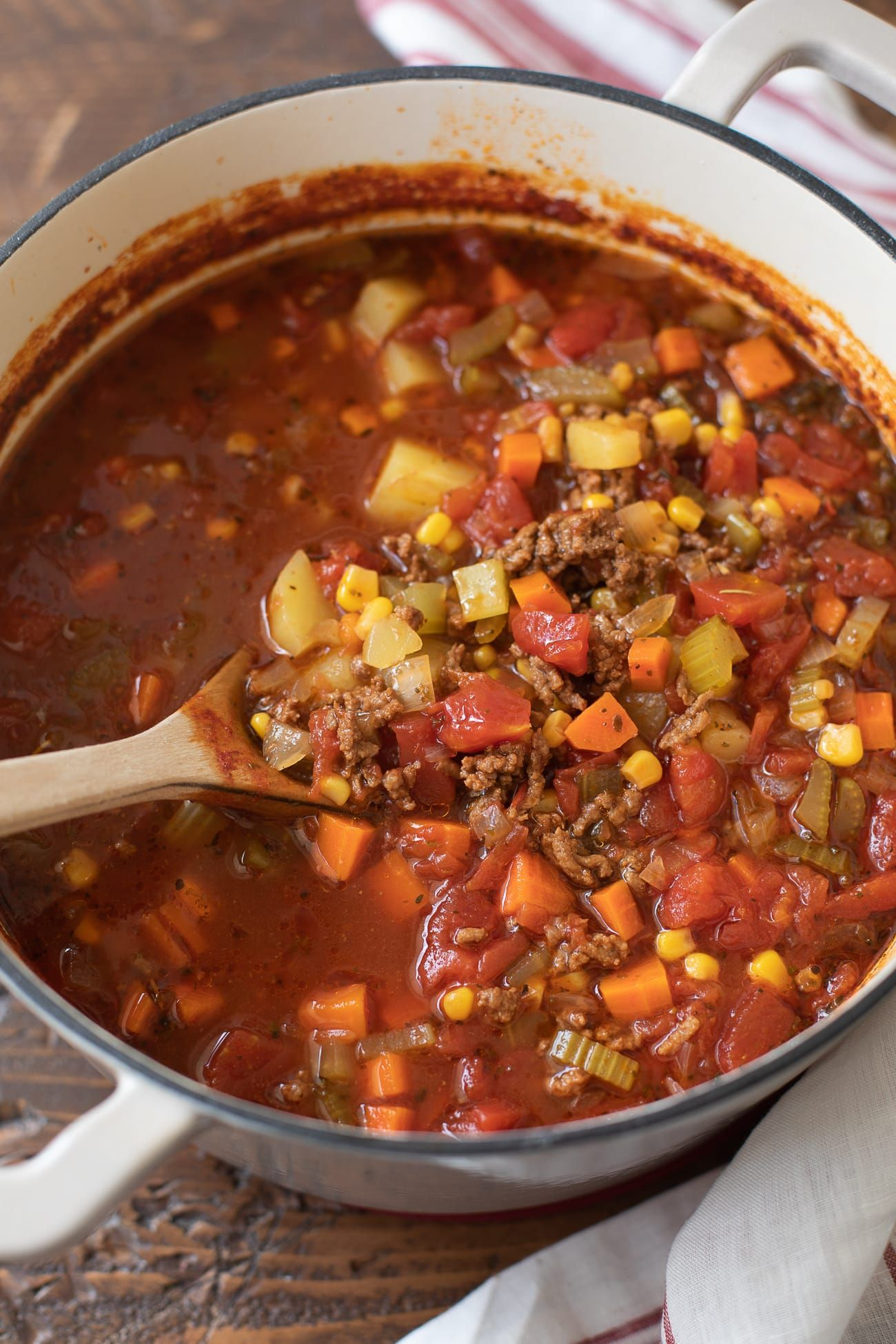 Hamburger Soup Recipe This Tasty Ground Beef Vegetable Soup Is Loaded With Potatoes Meat And Veggi Soup With Ground Beef Easy Hamburger Soup Hamburger Soup