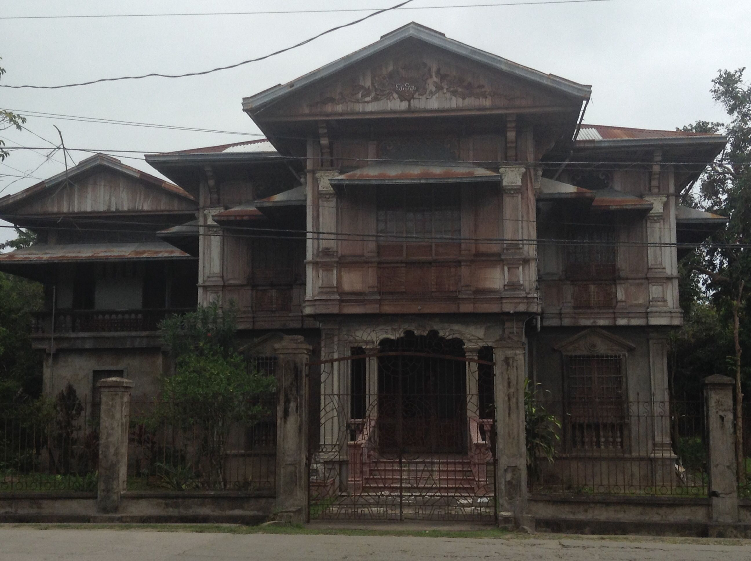 Hauntingly Beautiful Abandoned House In The Philippines