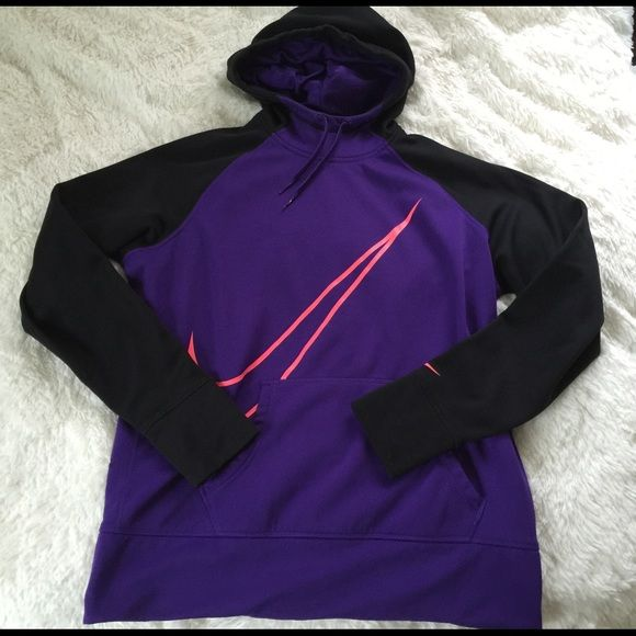 Nike therma fit hoodie sz Xl Women's size excellent condition Nike Tops Sweatshirts & Hoodies