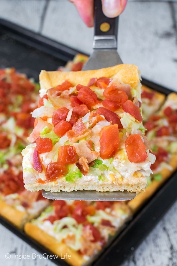 Ranch Pizza - this easy pizza is topped with a garlic cream cheese mixture and lots of tomatoes, bacon, and lettuce. Great recipe for summer dinners or picnics!BLT Ranch Pizza - this easy pizza is topped with a garlic cream cheese mixture and lots of tomatoes, bacon, and lettuce. Great recipe for summer dinners or picnics!