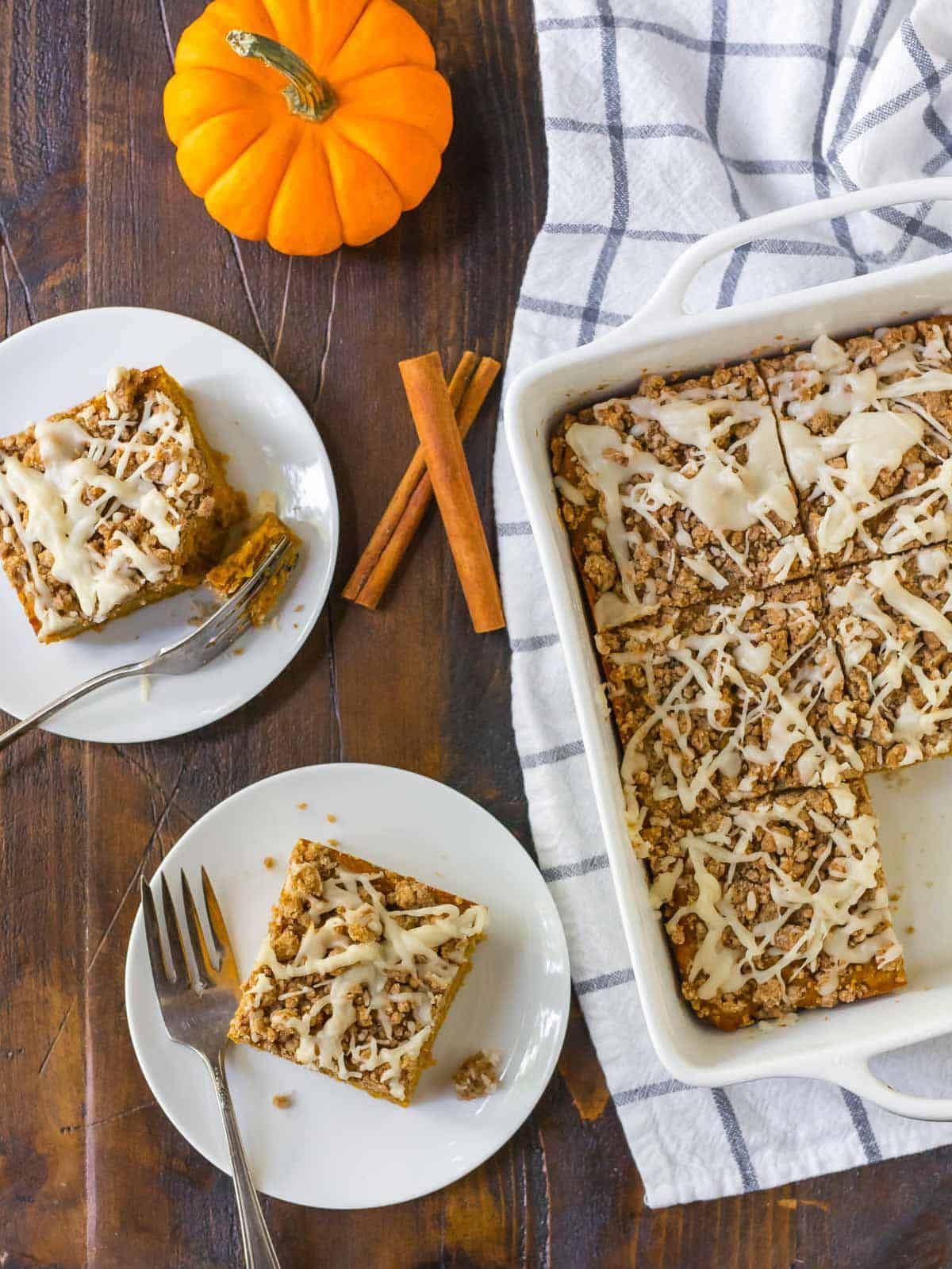 An easy recipe for moist, healthy pumpkin coffee cake with