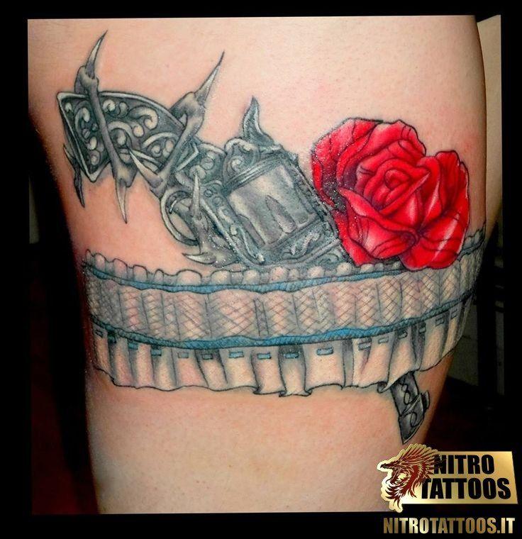 tattoo giarrettiera tatuaggio pinterest tatouage and tatouage tour de cuisse. Black Bedroom Furniture Sets. Home Design Ideas