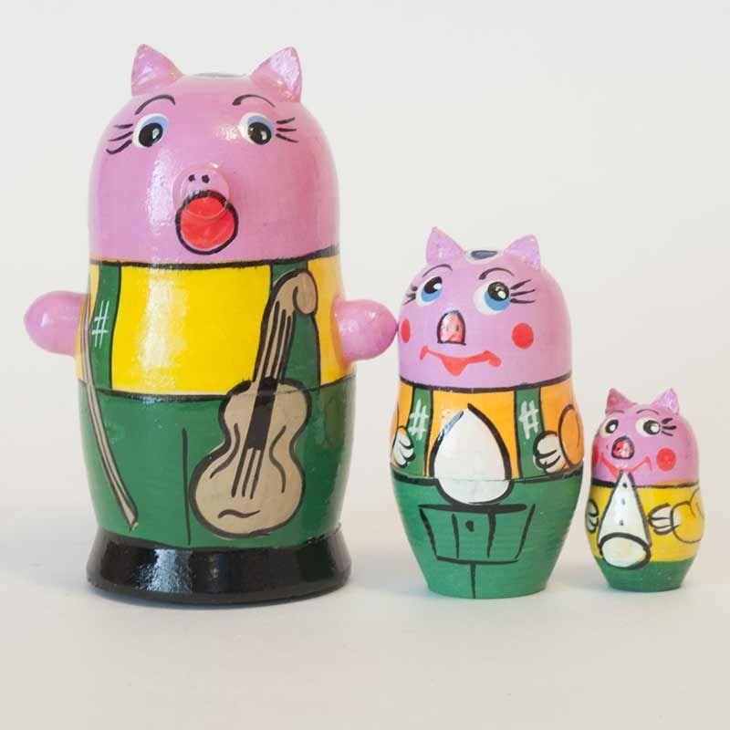 New Products. Matryoshka Pigs is a set of nesting dolls with pigs, the nesting doll is mad... http://russian-crafts.com/nesting-dolls/animal-matryoshkas/matryoshka-doll-piggies.html
