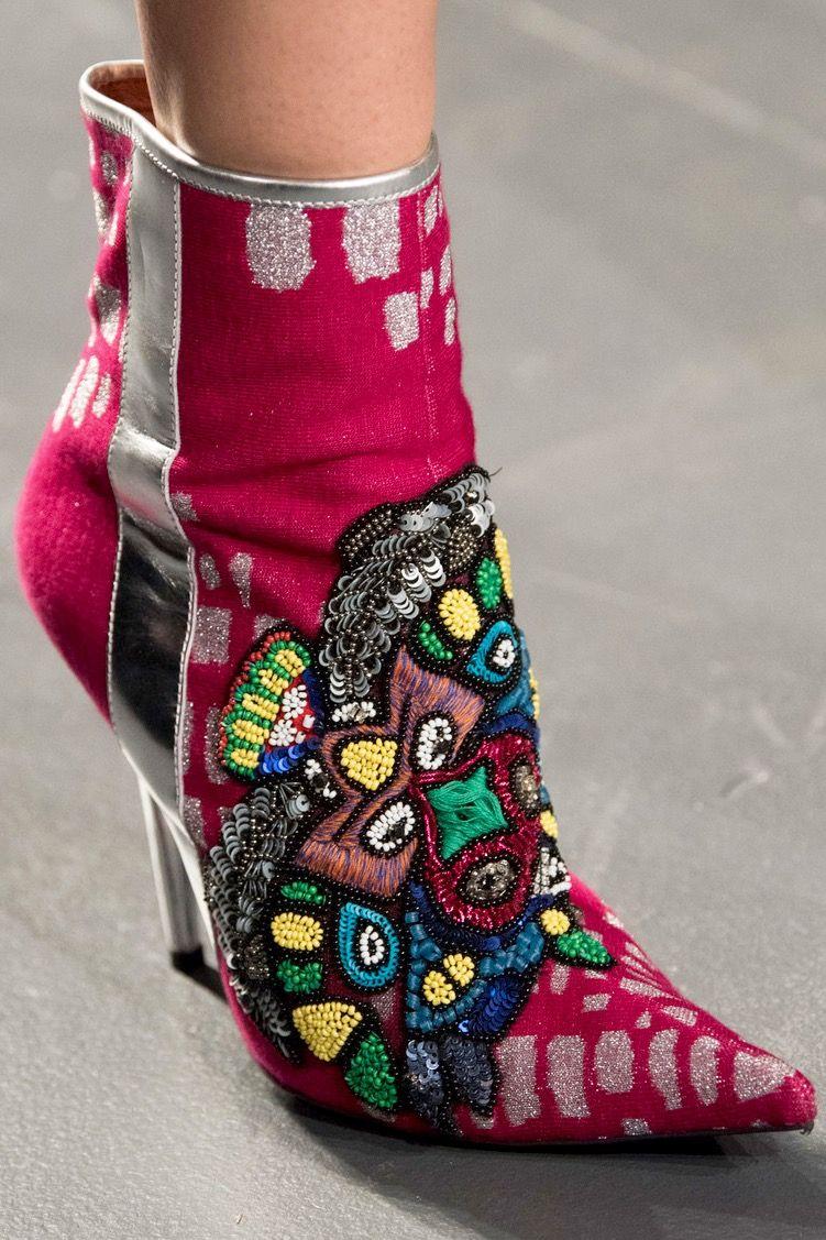 Custo Barcelona At New York Fashion Week Spring 2019 Photo Imaxtree Via Livingly Com Schoenen