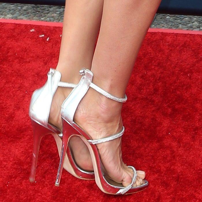 Heidi Klums feet in Giuseppe Zanottis silver Harmony
