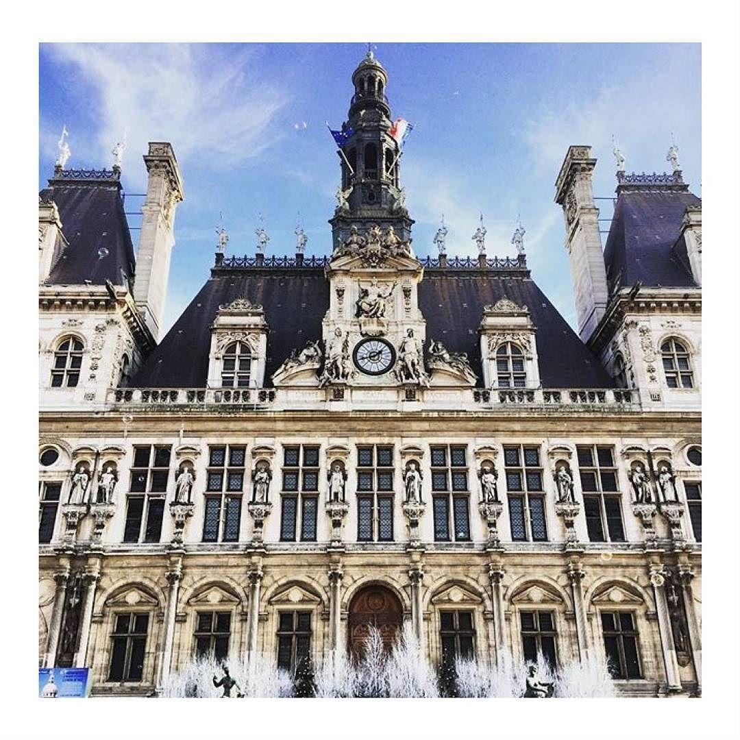Il est lheure dune petite balade parisienne ;) #Eclipse_shoes #fashionbrand #weekend #shopping #street #fashionblogging #fashionblogger #paris #vsco #filmphotography #filmcommunity #girl #ishootfilm #style #stylish #lifestyle #kodakmoment #weekend #color #instagood #instadaily #outside #instabreak #sun #instamoment #paris #hoteldeville #architecture #design
