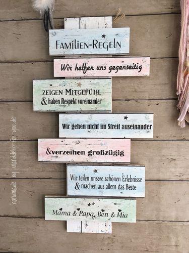 Familien-Regeln mit Namen auf bunten Brettern Vintage ...