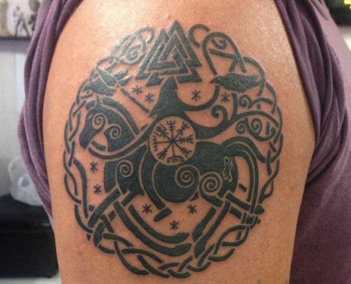 1001 id es pour le tatouage viking et quelle est sa signification tatouages vikings id e - Tatouage viking signification ...